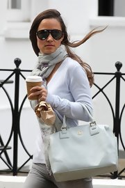 Pippa's plastic aviators added a sleek urban feel to her cool blue outfit.