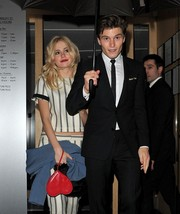 Pixie Lott's Valentine's Day styling was on point with this red heart wristlet.
