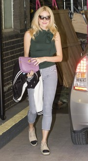 Pixie Lott styled her casual getup with a lavender croc-embossed clutch.