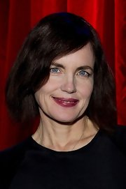 Elizabeth McGovern sported a retro bob at 'The American Poets' event.