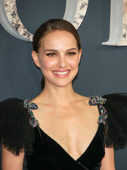 Natalie Portman kept it simple and youthful with this side-parted ponytail at the premiere of 'Annihilation.'