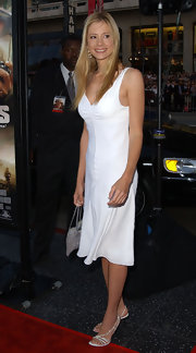 Mira Sorvino's little white dress and strappy sandals were a sexy combination.
