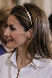 A star-embellished gold headband added a youthful touch to Princess Letizia's look during a Royal Palace audience.