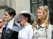 Princess Madeleine thanked a very enthusiastic crowd in a very artistic fascinator as she made her first appearance as a 25 year old on camera.