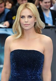 Charlize Theron's  softly tousled and teased curls lightened up her look at the 'Prometheus' premiere.