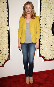 TV darling Emily VanCamp complemented her laidback look with simple pumps.