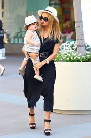 Rachel Zoe kept it fresh and fashionable with a light straw hat. Plus, she matches Skyler!