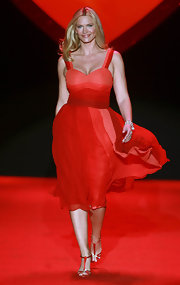 Natasha Henstridge strutted down the runway of the Heart Truth's Red Dress Fashion Show in a sexy red cocktail dress.