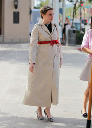 Lena Dunham bundled up in a nude trenchcoat for a meeting with Reese Witherspoon. The bowed red belt added a sweet touch.