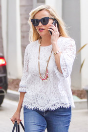 Reese Witherspoon's Chanel gold chain necklace and white lace blouse were an elegant pairing!