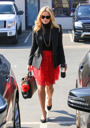Black round-toe pumps finished off Reese Witherspoon's outfit.