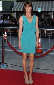 Alexandra Paul chose a turquoise ruched dress for her red carpet look at 'Riddick.'