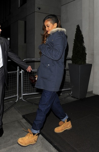 More Pics of Rihanna Boyfriend Jeans (1 of 13) - Rihanna Lookbook - StyleBistro
