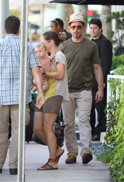 Susan Downey wore brown gladiator sandals with her shorts and blouse combo for an easy-breezy finish.
