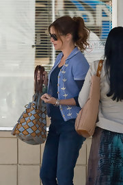 Julie Roberts flashed a printed tote bag while filming scenes for her upcoming movie with Tom Hanks.