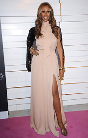 Iman paired her sexy evening gown with bronze strappy slingbacks.