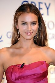 Irina Shayk highlighted her elegant look with gold dangle earrings.