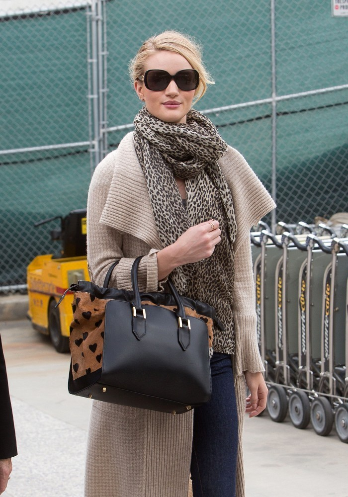 Rosie Huntington-Whiteley Lands in LAX