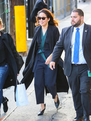 Sandra Oh was spotted at 'Kimmel' wearing an Oriental-inspired navy jumpsuit with teal trim.