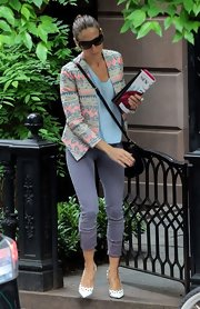 Nothing says summer quite like a pair of capris! Just ask SPJ, who wore this gray pair while out in NYC.