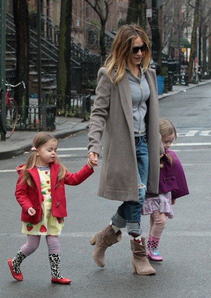 More Pics of Sarah Jessica Parker Ripped Jeans (1 of 22) - Jeans Lookbook - StyleBistro