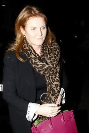 Sarah Ferguson paired her all-black ensemble with a gorgeous animal print scarf at a party hosted by Arnold Schwarzenegger.