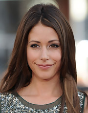 Amanda showed off her center part straight locks while hitting the world premiere of 'Scott Pilgrim'.