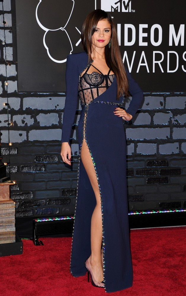 Selena Gomez Evening Dress Selena Gomez Looks Stylebistro
