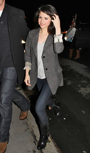 Selena keeps things casual with this oversized grey blazer.