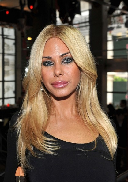 Shauna Sand sported a face-framing center-parted 'do during the press conference for NRJ12.