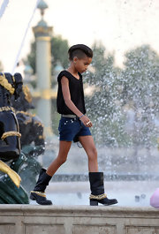 Willow Smith showed that she's still a kid at heart while playing in a pair of combat boots.