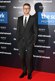 Justin was a man of style at the premiere of 'The Social Network'. He completed his look with a classic suit.