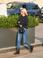 For her arm candy, Sofia Richie chose an elegant black leather purse by Bulgari.