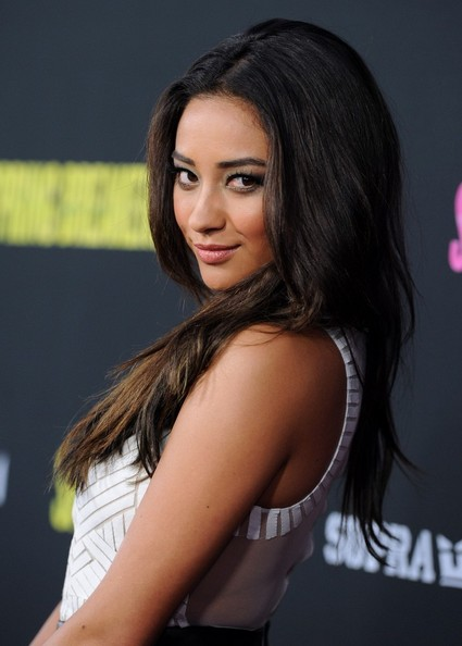 More Pics of Shay Mitchell Long Wavy Cut (1 of 13) - Long Wavy Cut Lookbook - StyleBistro