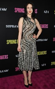 Rachel Korine opted for a black and white print A-line dress for her sleek and cool red carpet look.