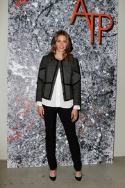 Stana Katic completed her ensemble with a pair of black skinny pants.