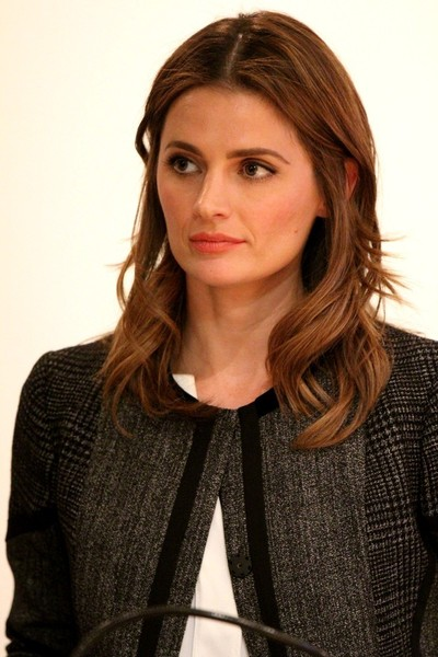 Stana Katic Long Wavy Cut
