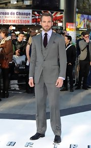 Chris Pine looked nothing short of dapper in this gray three-piece suit, which he paired with a lavender button down and a deep plum tie.