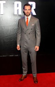 Chris Pine looked super dapper and sophisticated in darn gray notch-lapel suit with a vibrant orange tie.