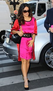 Salma Hayek accessorized her bold color-blocked frock at the Stella McCartney show with a chic leather shoulder bag complete with gold hardware.