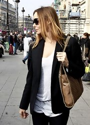 Stella McCartney dressed up a basic T-shirt with a collarless blazer and taupe chain strap purse.