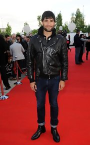 To keep in line with his cool biker look, Kayvan Novak chose a pair of cool skinny jeans.