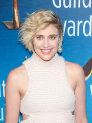 Greta Gerwig looked cute with her windswept hairstyle at the 2018 Writers Guild Awards.