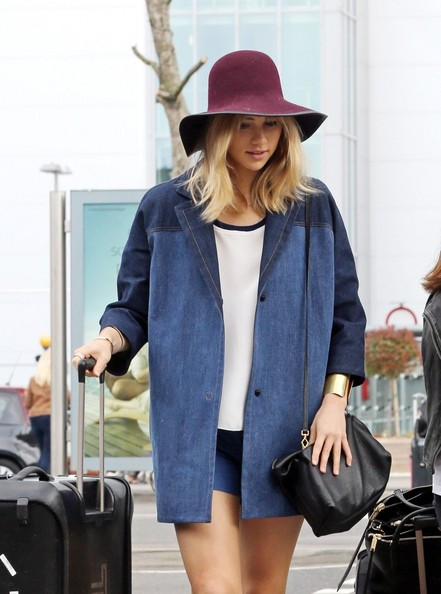 Suki Waterhouse Hats