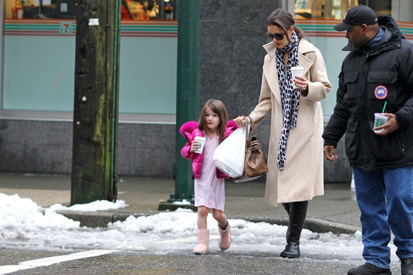 More Pics of Katie Holmes Flat Boots (1 of 19) - Katie Holmes Lookbook - StyleBistro []