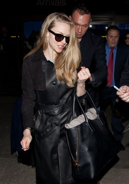 More Pics of Amanda Seyfried Wayfarer Sunglasses (4 of 16) - Amanda Seyfried Lookbook - StyleBistro