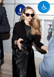Amanda Seyfried channeled old-school glam with retro-inspired Wayfarer sunglasses.