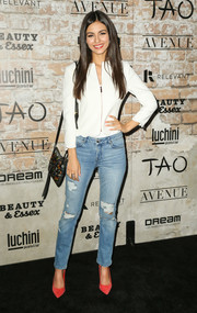 Victoria Justice added a dash of color with a pair of coral suede pumps.