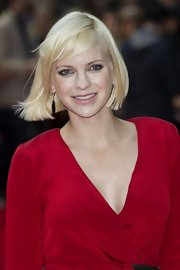 Anna Faris attended the London premiere of 'The Dictator' wearing a pair of 18-carat white gold earring with diamonds and onyx.