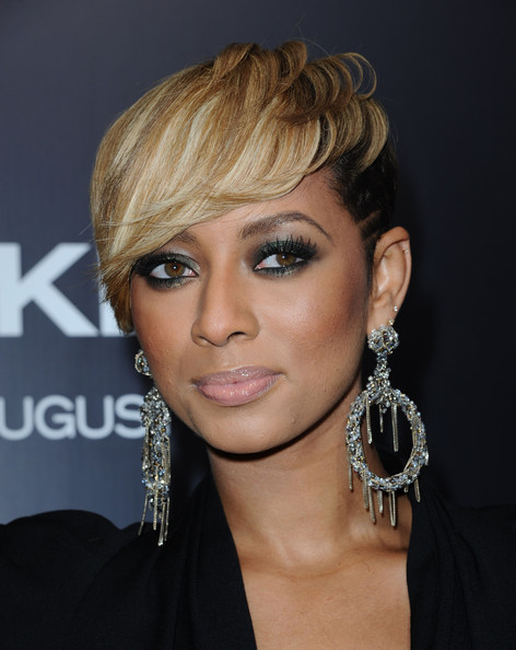 Keri Hilson amped up her look with silver chain embellished earrings.